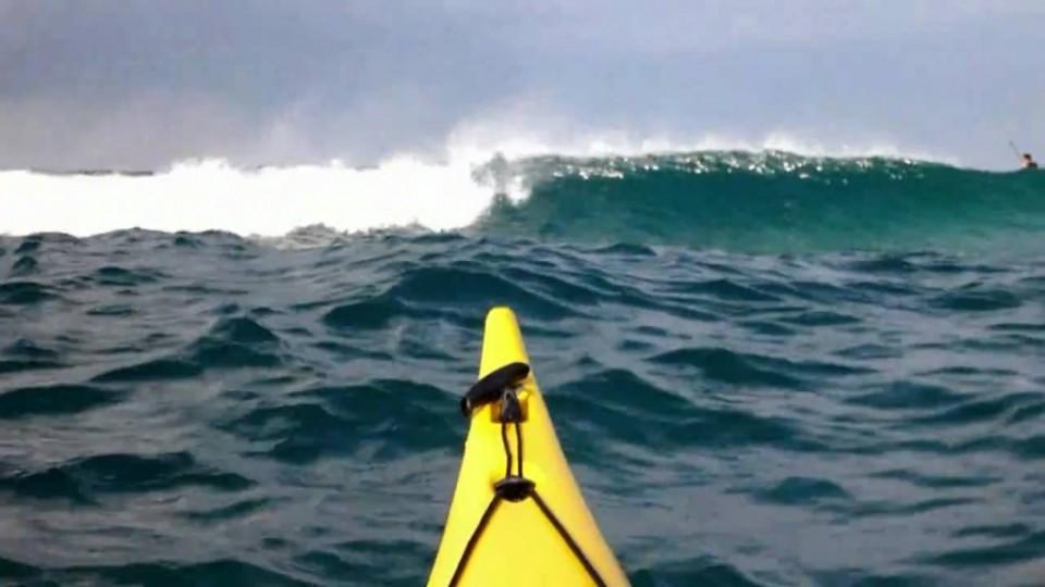 אופטימיסט משתוללים בגלים